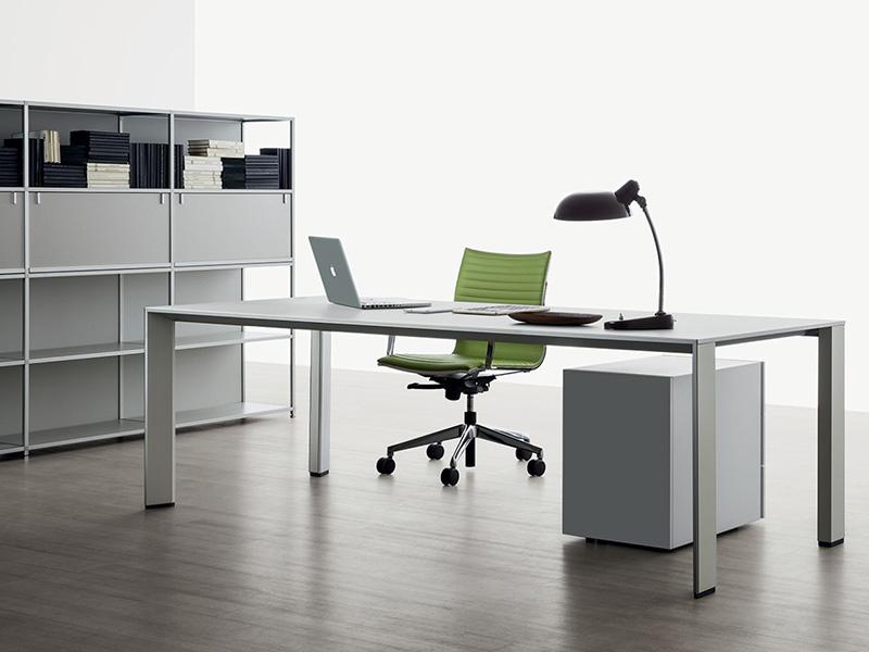 ריהוט משרדי יוקרתי איכותי- שולחן עבודה