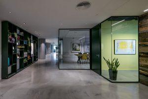 מחיצת זכוכית רצפה תקרה - Glassline תמונה מס' gl20