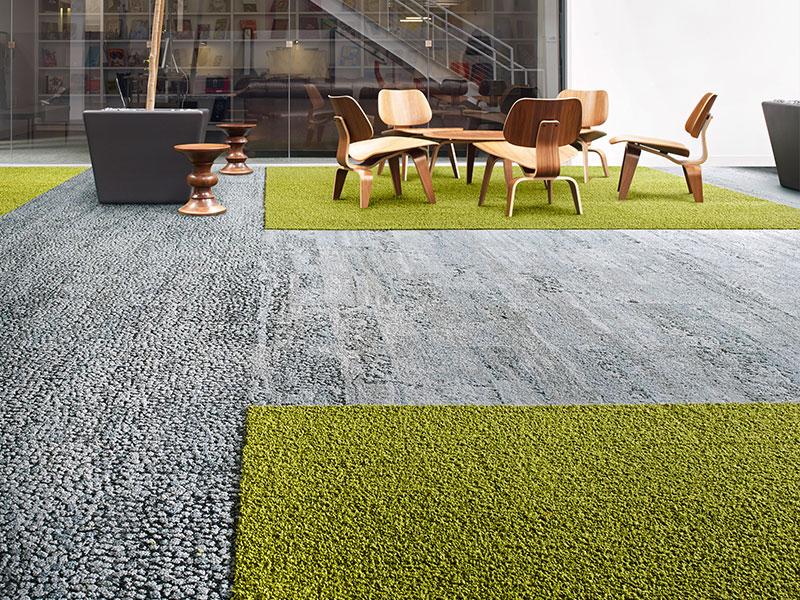 אריחי שטיח בצבעים משולבים אפור וירוק - שטיח למשרדים