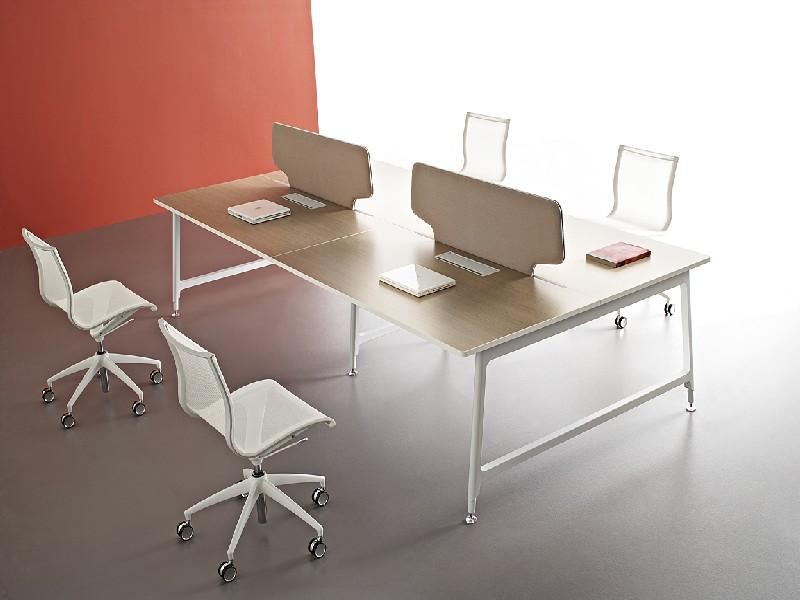 ריהוט משרדי יוקרתי מעוצב שולחן וכיסאות לבנים