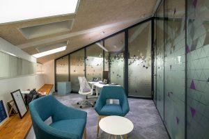מחיצות ניידות אקוסטיות ודקורטיביות לעיצוב משרדים   אינובייט