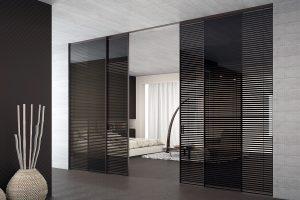 דלתות הזזה זכוכית עם מסגרת אלומיניום, תוספת וילון תריסים שחור - אינובייט