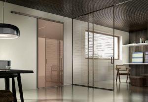 דלתות פתיחה זכוכית- חום שקוף