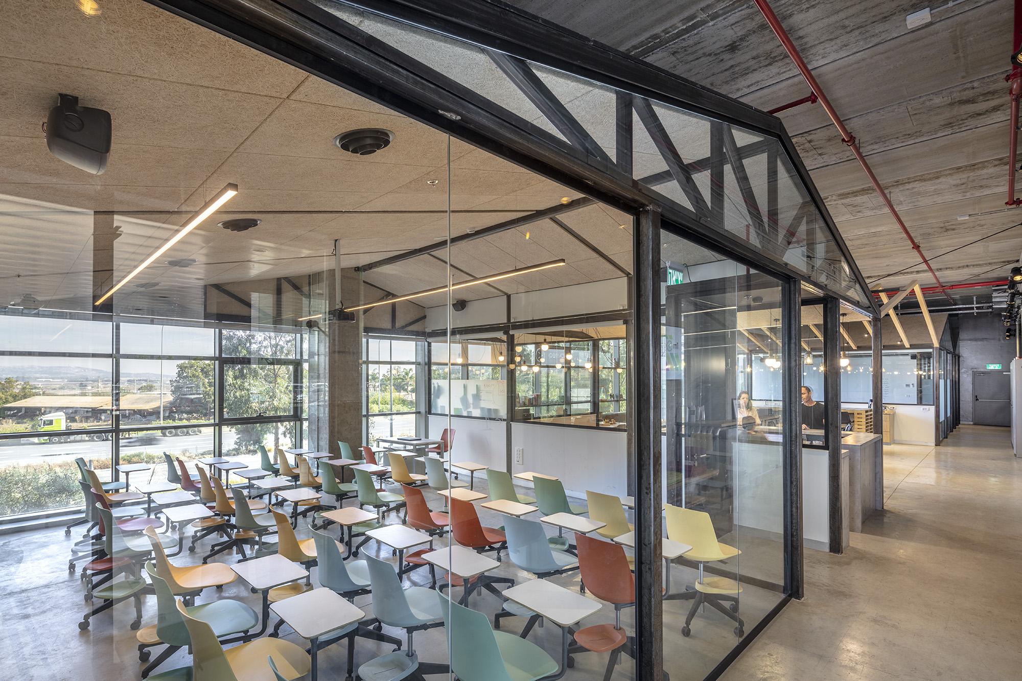 משרדי OPENVALLEY - מחיצות רצפה תקרה שקופות, אינובייט