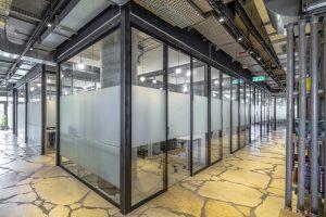 עיצוב משרדי חברת OpenValley 5 - מחיצות וריהוט: אינובייט