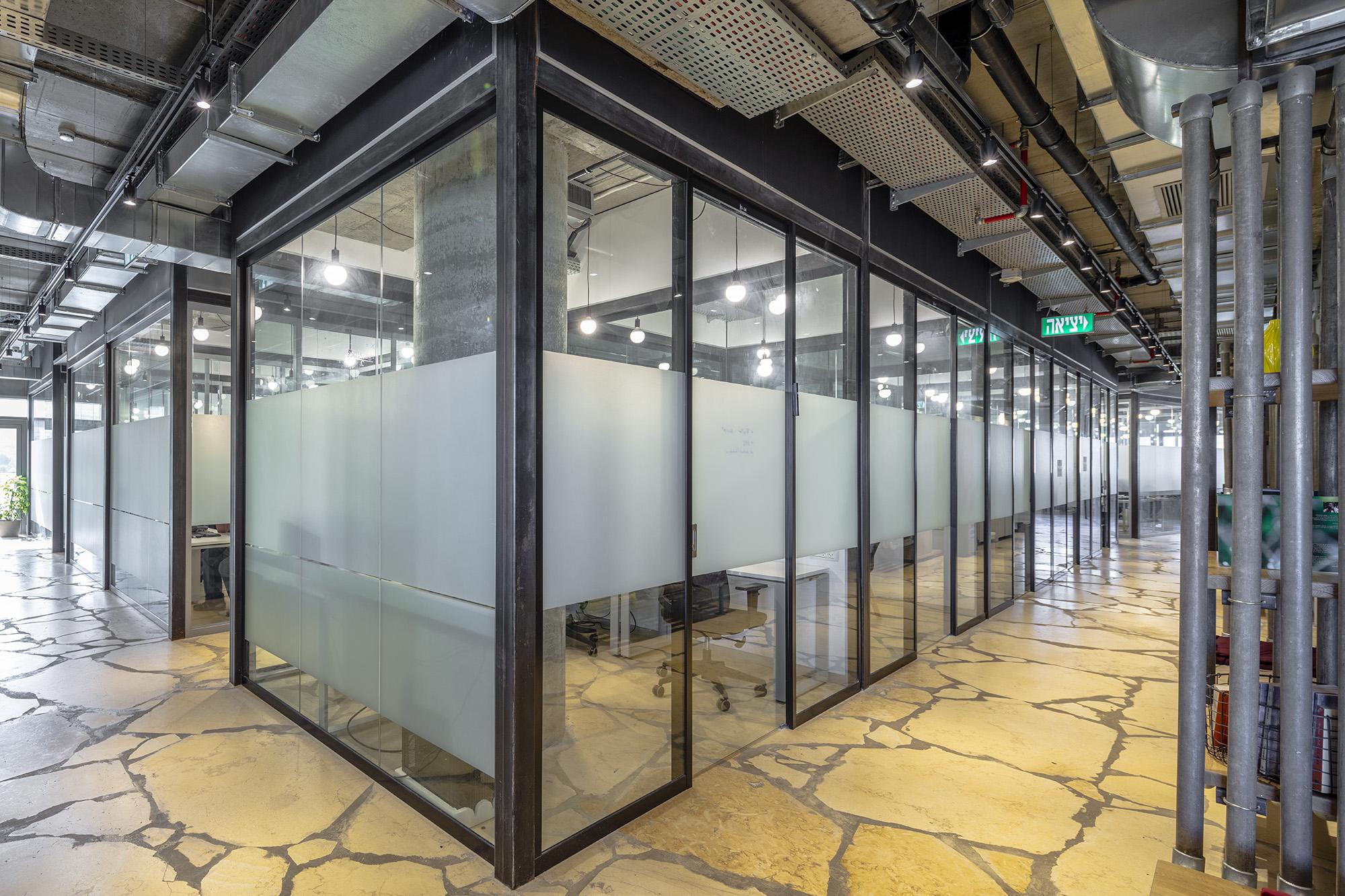משרדי OPENVALLEY - מחיצות אקוסטיות רצפה תקרה, אינובייט