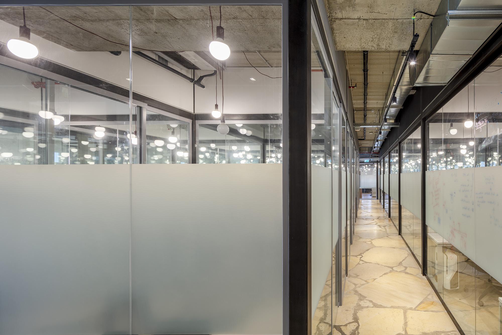 משרדי OPENVALLEY - מחיצות אקוסטיות מזכוכית, אינובייט